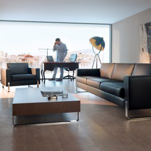 MYTURN-SOFA-BLACK-LEATHER-EXECUTIVE-OFFICE-WITH-MAN